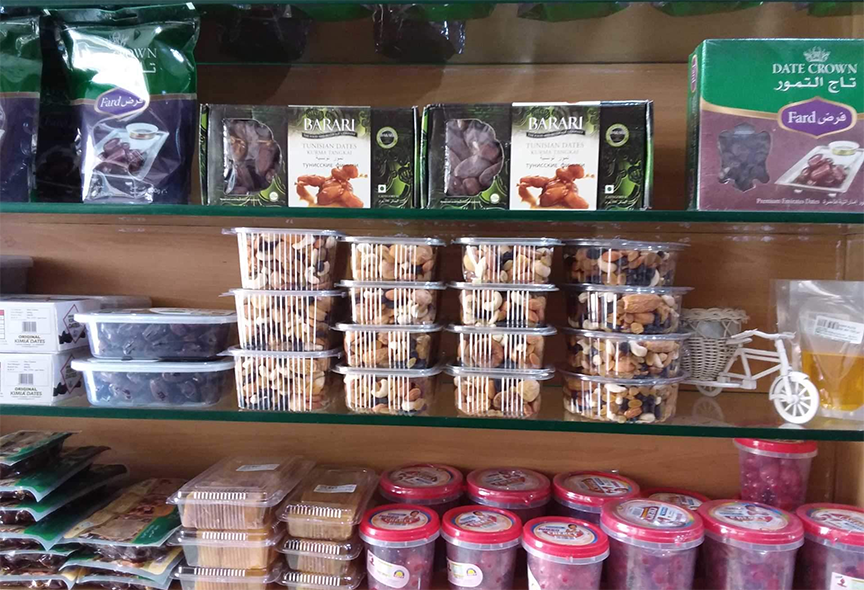 sản phẩm chà là nhập khẩu ANL được trưng bày trên kệ của các cửa hàng và siêu thị. với đa dạng mặt hàng, chất lượng cao, giá hợp lý, tha hổ cho khách hàng của bạn có thể lựa chọn
