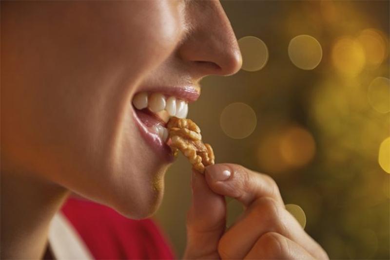 các cách để ăn và thưởng thức hạt óc chó