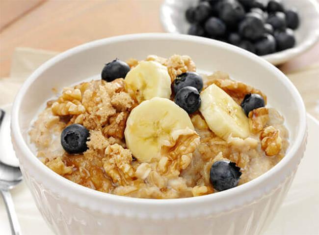 món ăn yến mạch (oatmeal) và hạt óc chó